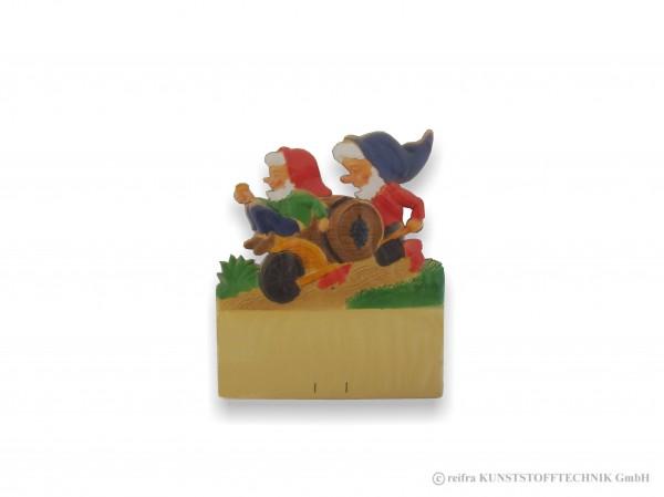 Kalenderrückwand geprägt Zwerg auf Schubkarre