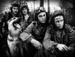 4 panzersoldaten und ein hund